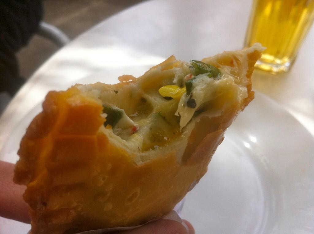 fugazzeta_pizza_best_buenos_aires_punto_y_banca_argentina_palermo_queso_cebolla_empanada_frito